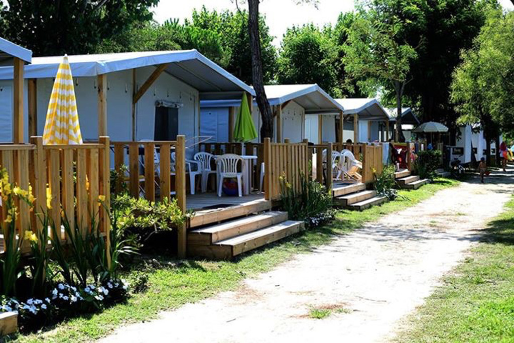 lodge tents & Lodge tents in Porto Garibaldi - Clamping Spiaggia e mare ...